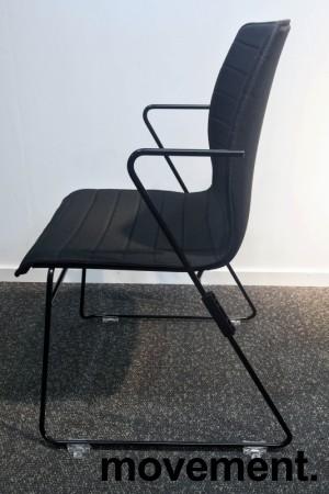 Stablebar konferansestol i sort, sortlakkerte meier, Z-armlene, modell LINE Stack, NY/UBRUKT bilde 2