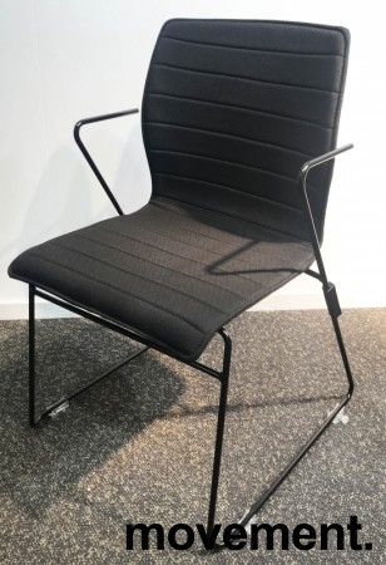 Stablebar konferansestol i sort, sortlakkerte meier, Z-armlene, modell LINE Stack, NY/UBRUKT bilde 3