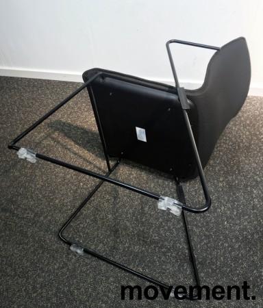 Stablebar konferansestol i sort, sortlakkerte meier, Z-armlene, modell LINE Stack, NY/UBRUKT bilde 5