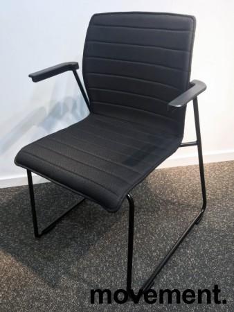 Konferansestol i sort, sortlakkerte meier, sorte armlener, modell LINE Lounge, NY/UBRUKT bilde 2