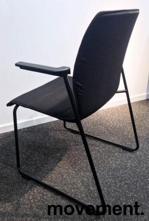 Konferansestol i sort, sortlakkerte meier, sorte armlener, modell LINE Lounge, NY/UBRUKT bilde 3