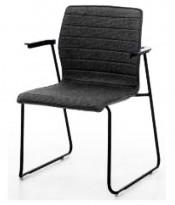 Konferansestol i sort, sortlakkerte meier, sorte armlener, modell LINE Lounge, NY/UBRUKT