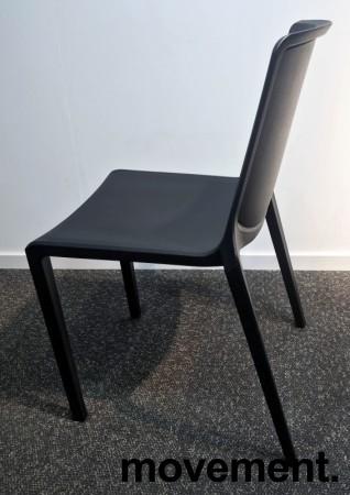 Lekker stablestol i sort polypropylen/glassfiber, kan brukes utendørs, modell Plaza, NY/UBRUKT bilde 3