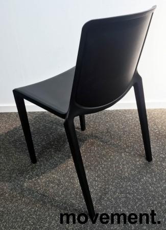 Lekker stablestol i sort polypropylen/glassfiber, kan brukes utendørs, modell Plaza, NY/UBRUKT bilde 4
