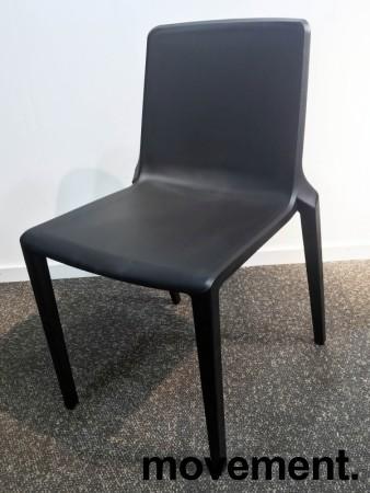 Lekker stablestol i sort polypropylen/glassfiber, kan brukes utendørs, modell Plaza, NY/UBRUKT bilde 2