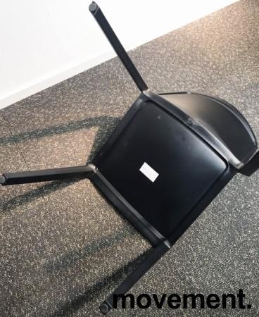 Lekker stablestol i sort polypropylen/glassfiber, kan brukes utendørs, modell Plaza, NY/UBRUKT bilde 5