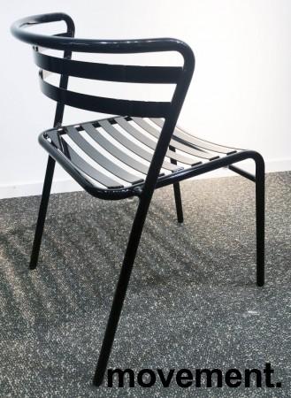Lekker stablestol i sortlakkert metall, kan brukes utendørs, modell NIC, NY/UBRUKT bilde 3