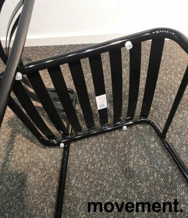 Lekker stablestol i sortlakkert metall, kan brukes utendørs, modell NIC, NY/UBRUKT bilde 4