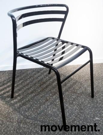 Lekker stablestol i sortlakkert metall, kan brukes utendørs, modell NIC, NY/UBRUKT bilde 2