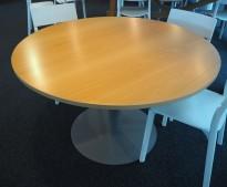 Rundt møtebord / konferansebord / kantinebord i bøk / grålakkert metall fra EFG, Ø=120cm, pent brukt