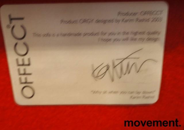 Artig 3-seter i rødt stoff fra Offecct, modell Orgy, bredde 252cm, pent brukt bilde 5