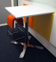 Barbord / ståbord i hvitt / krom fra Kinnarps, modell Oberon, 70x70cm, høyde 91cm, pent brukt