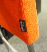 Materia Plint barpall / barkrakk i rødoransje stoff / krom, bredde 33cm, høyde 65cm pent brukt