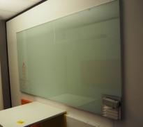 Whiteboard i glass fra Lintex, 200x105cm, ikke magnetisk, pent brukt