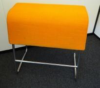 Materia Plint barpall / barkrakk i oransje stoff / krom, bredde 60cm, høyde 65cm pent brukt
