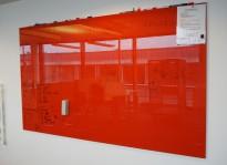 Whiteboard i rødt glass, 200x120cm, magnetisk, pent brukt