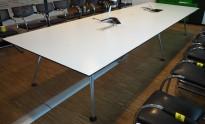 Møtebord / konferansebord i hvitt / polert aluminium fra Vitra, 440x140cm, passer 14-16 personer, kabelluke, pent brukt