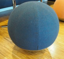 Rund puff / loungemøbel i blågrått stoff / krom, Ø=54cm, Boullee fra Materia, pent brukt