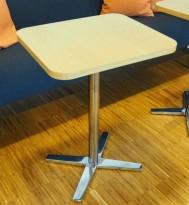 Lite møtebord / sidebord / kafebord i eik / krom fra Materia, modell Centrum, 53x45cm, pent brukt