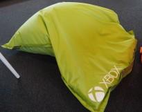 Saccosekk / loungemøbel i grønt stoff med Xbox-logo, pent brukt