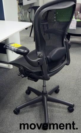 Kontorstol: Herman Miller Aeron i sort mesh, Størrelse Large (3 prikker), pent brukt bilde 2