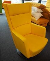 Loungestol / lenestol Apollo fra Kinnarps i gult stoff, pent brukt