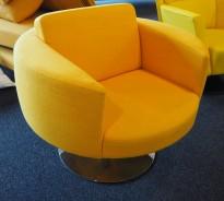 Loungestol / lenestol i gult stoff fra Offecct, Ø=87cm, høyde 64cm, pent brukt