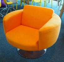 Loungestol / lenestol i orange stoff fra Offecct, Ø=87cm, høyde 64cm, pent brukt