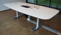 Møtebord / konferansebord i hvitt / polert aluminium fra Lammhults, 260x120cm, passer 8-10 personer, kabelluke, pent brukt