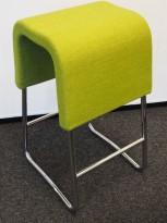 Materia Plint barpall / barkrakk i grønt stoff / krom, bredde 33cm, høyde 65cm pent brukt