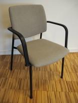 Konferansestol i lys brun / sort med armlene fra Sesta Italia, modell Q-44, kan kobles sammen i rekker, pent brukt