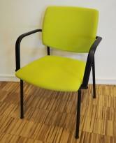 Konferansestol i grønt / sort fra Sesta Italia med armlene, modell Q-44, kan kobles sammen i rekker, pent brukt