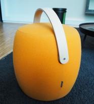 Artig puff / loungemøbel i orange stoff fra Offecct, modell Carry On, Ø=50cm, høyde 50cm, pent brukt