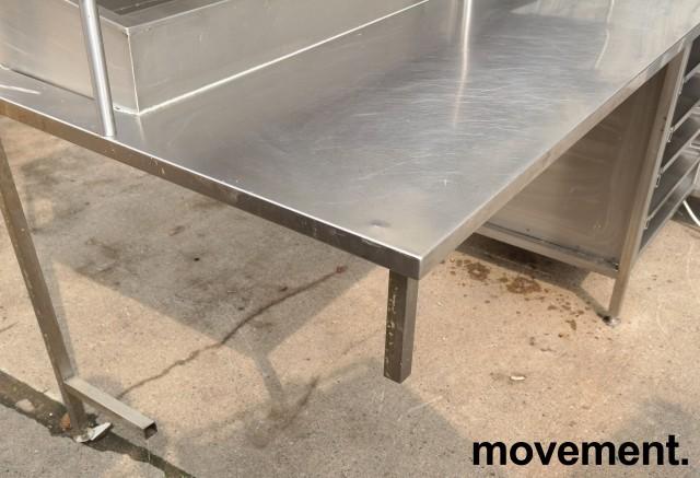 Arbeidsbenk i rustfritt stål med varmeskap, 237cm bredde, pent brukt bilde 7