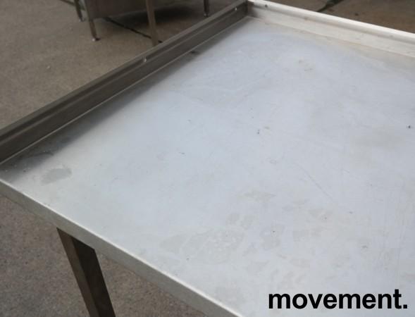 Arbeidsbenk i rustfritt stål 285cm bredde,65cm dybde, 96cm høyde, pent brukt bilde 3
