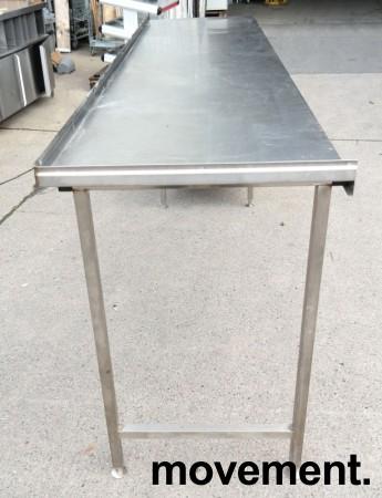 Arbeidsbenk i rustfritt stål 285cm bredde,65cm dybde, 96cm høyde, pent brukt bilde 4