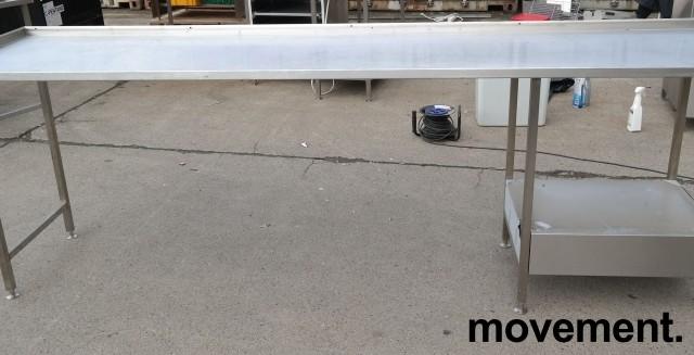Arbeidsbenk i rustfritt stål 285cm bredde,65cm dybde, 96cm høyde, pent brukt bilde 1