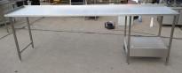 Arbeidsbenk i rustfritt stål 285cm bredde,65cm dybde, 96cm høyde, pent brukt
