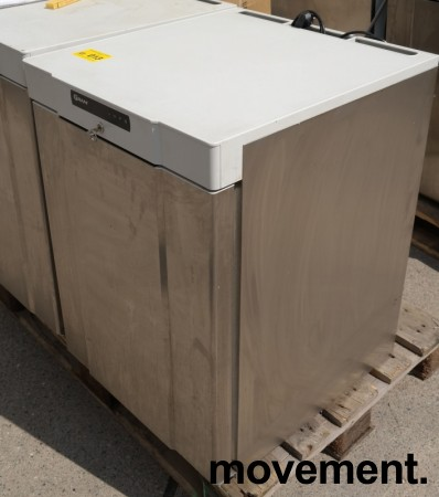 Underbenk kjøleskap i rustfritt stål fra Gram, modell K210RG3N, 60cm bredde, 84cm høyde, pent brukt bilde 2