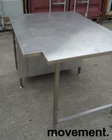 Arbeidsbenk i rustfritt stål, 130x100cm, reol under benk, pent brukt bilde 3