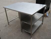 Arbeidsbenk i rustfritt stål, 130x100cm, reol under benk, pent brukt