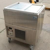Kjøleboks / kjøleskap på hjul fra Essnor, modell SB-76, 76x65cm, pent brukt