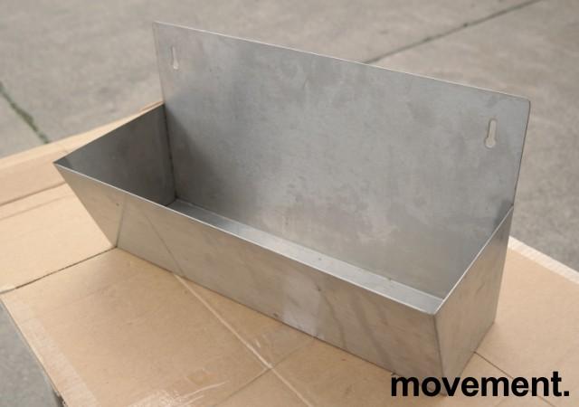 Vegghengt hylle i rustfritt stål til storkjøkken, 45x25cm, pent brukt bilde 1