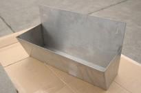 Vegghengt hylle i rustfritt stål til storkjøkken, 45x25cm, pent brukt
