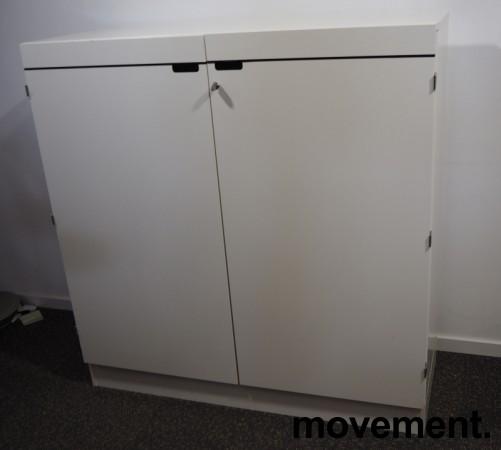 Skap med dører i hvitt fra Horreds, 3 høyder, bredde 120cm, høyde 123cm, pent brukt bilde 2