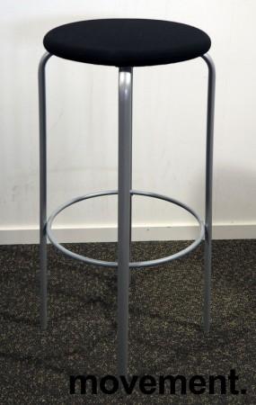 Kinnarps Frisbee barkrakk, sete med sort stoff, grått understell, 79cm sittehøyde, pent brukt bilde 1