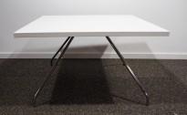 Loungebord i hvit / krom, 80x80cm, høyde 47cm, pent brukt understell med ny plate