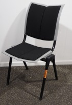 Håg Conventio Wing 9831, stablebar, lettvekts konferansestol i grått  / sort stoff, pent brukt