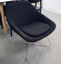 Loungestol / lenestol i sort stoff / krom fra Allermuir, modell Open, pent brukt