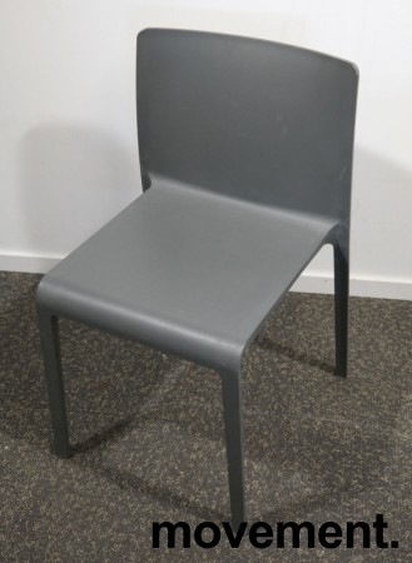 Kafestol / stol for uteservering i grå plast fra Pedrali, modell Volt, pent brukt bilde 6